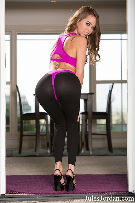 Riley Reid Hot Young Petite Girl Strips Her Yoga Pants